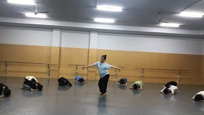 古典舞排练实录,哪怕是一小段,看得出编排有创意!-《谭老谈舞蹈视频》