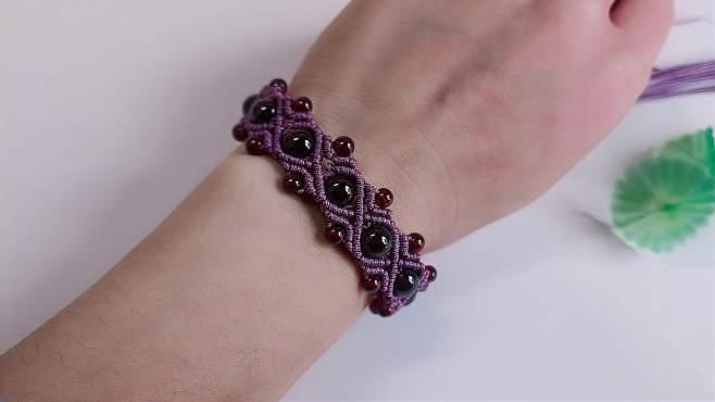 石榴石串珠,结合简单的编绳做成宽版手链,时尚又好看-《茶香妹子一手工绳结》
