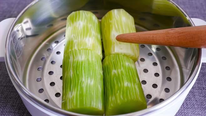 莴笋切记别焯水和直接炒,多加这2步,脆嫩入味,营养不流失-《楠楠厨房记》