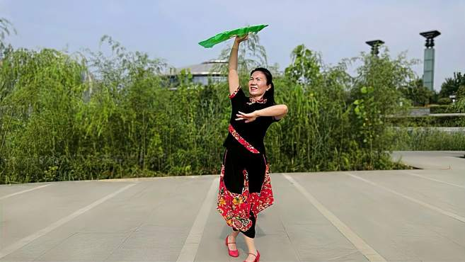 康乃馨广场舞这么好个地方-带你一起感受浓浓的陕北民族风