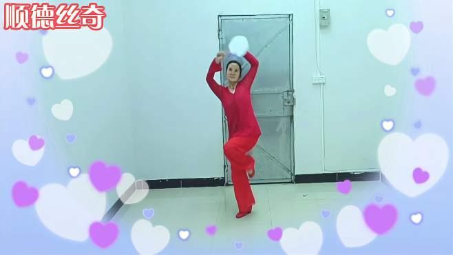 顺德丝奇广场舞江南梦-音乐优美 仿佛身临其境 舞姿优雅