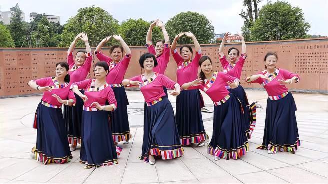 康顺碧广场舞美丽的草原我的家-歌声悠扬大气,舞蹈简单易学好看