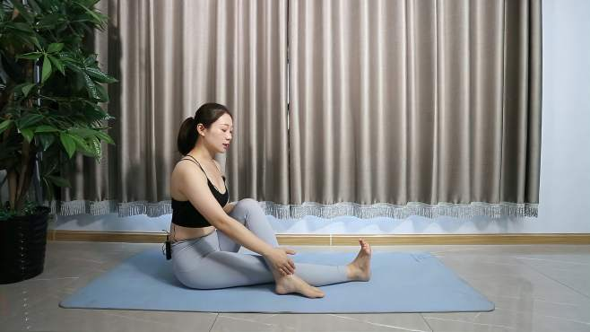 睡前舒缓晚安瑜伽,拉伸下半身,促进血液循环,安睡一整晚-《瑜
