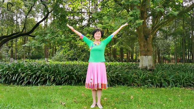 康顺碧广场舞情歌呀啦嗦-迎着风迎着日出,跳起美丽的锅庄舞