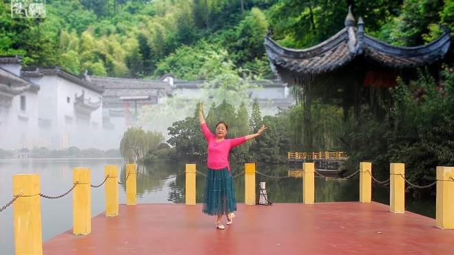 梦若浮萍之芜湖飞翔广场舞微风细雨-旋律优美、洁白演绎的形体舞带你步入诗一般的意境