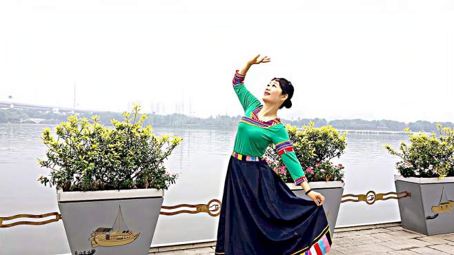 嘉兴咖啡广场舞高原情歌-歌醉舞美深受广场舞大妈们喜爱