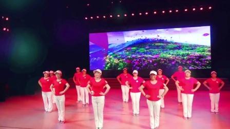 美久广场舞山河美-美久导师携山东魅力无限广场舞队表演,跳出动感活力!