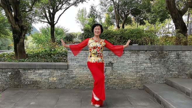 康顺碧广场舞祖国你好-我们都生活在你的怀抱,歌曲欢快舞简单易学