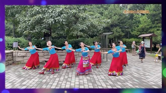 北京依心月广场舞藏族生日歌-七人版精彩演绎。指导依依