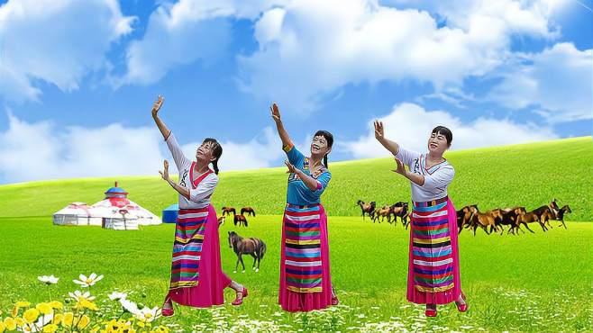冰花花广场舞爱在思金拉措-恋人的甜蜜邂逅,三人版倾情奉献优雅藏族舞