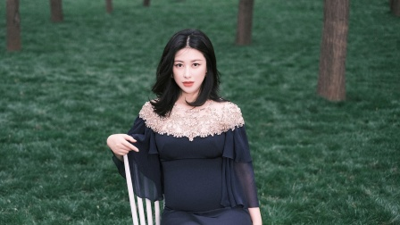 朱珠为爱女举办命名仪式 当众被老公王昀佳公主抱-《优酷全娱乐》